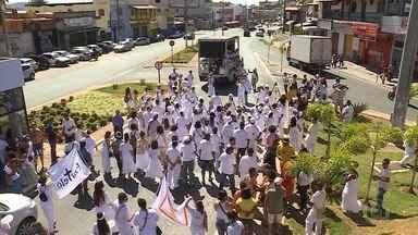 Ato 'Axé pela democracia' pede fim da intolerância religiosa e percorre Santa Luzia - Comunidades de matriz africana, movimentos sociais e culturais promoveram caminhada com carro de som e tambores.