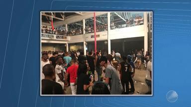 Confusão: camarotes são invadidos após atraso na abertura de casa de shows, em Salvador - O show de Alinne Rosa e Lorena Simpson foi cancelado.