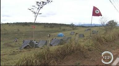 Movimento sem terra ocupa área de fazenda estadual em Pindamonhangaba - Cerca de 60 famílias estão alojadas em terras do polo regional da Agência Paulista de Tecnologia dos Agronegócios (Apta).