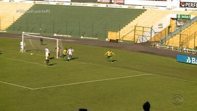 Ypiranga e Voltaço empatam em jogo de seis gols no Colosso da Lagoa - Equipes fazem primeiro tempo alucinante, com direito a gol de falta dos gaúchos aos 49. Voltaço arranca empate no fim do jogo e está de volta no G-4.