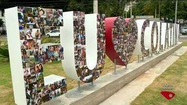 Colatina completa 96 anos e ganha monumento 'Eu amo Colatina', no Noroeste do ES - Monumento foi feito com fotos de telespectadores do ESTV.