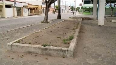 Praça do bairro Juparanã, em Linhares, tem bancos e brinquedos quebrados - Prefeitura se comprometeu em fazer os reparos em um prazo de 90 dias.