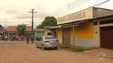 Bandidos fazem família refém durante assalto e levam cerca de R$ 13 mil em Santarém - Dois criminosos armados invadiram a casa de um comerciante na manhã desta segunda-feira (21), renderam ele, a esposa e os dois filhos.