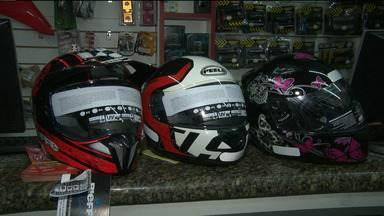Motociclistas devem ficar atentos a vida útil dos capacetes - Pouca gente sabe, mas o capacete tem prazo de validade.