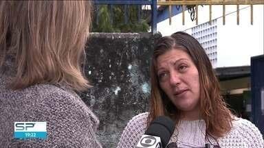 Mães de alunos da rede municipal reclamam da quantidade de merenda para as crianças - Mães dos alunos das escolas municipais dizem que a prefeitura proibiu as crianças de repetir a merenda escolar. E o motivo? Obesidade.