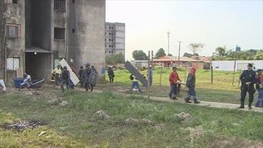 Prefeitura cumpre desocupação do Conjunto Cuniã em Porto Velho e retira moradores - Ao todo, 67 famílias ocupavam os prédios de maneira irregular desde 2012.