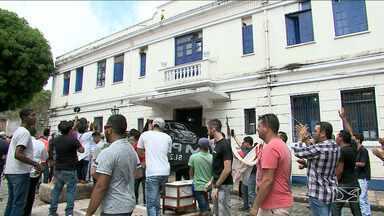 MPMA entra na Justiça contra lei que proíbe o Uber em São Luís - Ministério Público entrou com uma ação contra a lei que proibiu a circulação dos carros particulares acionados por meio de um aplicativo de celular em São Luís.