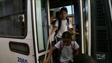 Crianças pequenas no MA estão sendo levadas para escola sem o acompanhamento de monitores - Mães das crianças denunciaram o problema à TV Mirante e apontam ainda outras falhas no transporte escolar.