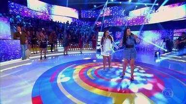 Maiara e Maraísa cantam 'Medo Bobo' - Plateia canta junto