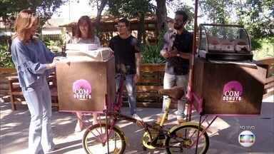 Fabio Basso transforma bicicleta em food bike - Ariadna e Edric ganharam uma forcinha do 'É de Casa' para aumentar o negócio de vendas de donuts em Florianópolis