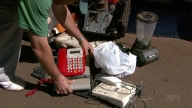 Ong E-lixo faz coleta de lixo eletro-eletrônico - A ação é realizada neste sábado (26) na avenida Saul Elkind, zona norte de Londrina e vai até às cinco da tarde.