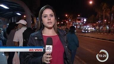 Homem morre atropelado por ônibus em Jacareí - Vítima estava encostada em ônibus.
