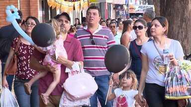 Consumidores encontram produtos com até 70% de desconto em Maringá - Maringá Liquida já está em sua 30ª edição