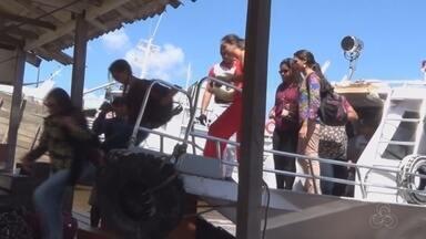 Lancha bate em banco de areia e passageira fica ferida - Embarcação saiu de Parintins com destino a Manaus. Passageiros desembarcaram no município de Itacoatiara.