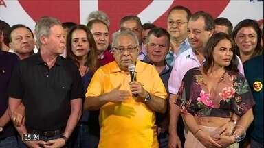 Amazonino Mendes é eleito e irá governar pela 4ª vez o AM - O candidato do PDT derrotou Eduardo Braga, do PMDB, em eleição suplementar por conta da cassação, pela Justiça Eleitoral, do governador José Melo, do Pros.