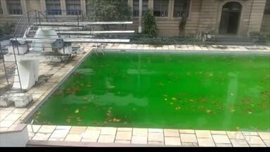 Piscina está abandonada no Iserj - Um telespectador flagrou o estado de conservação da piscina semiolímpica do Instituto Superior de Educação do Rio, o Iserj.