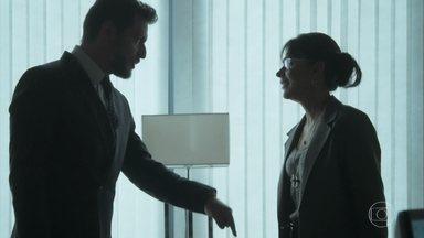 Caio remarca encontro com Jeiza - Advogado pede para a policial encontrá-lo em uma livraria