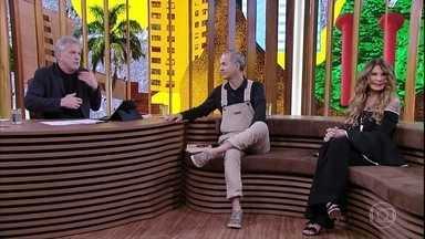 """Jotabê Medeiros e Elba Ramalho falam sobre o sucesso da música """"Como Nossos Pais"""" - Bial mostra entrevista que Nelson Motta fez com o cantor antes da gravação da música"""