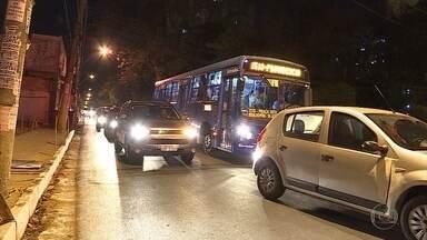 Desrespeito às leis de trânsito pode causar estresse em motoristas - Tráfego pesado e excesso de veículos contribuem para que motoristas fiquem cansados.