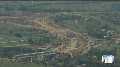 Obra de prolongamento da Carvalho Pinto já foi 64% concluída - Atualmente, são feitos serviços de terraplanagem, pavimentação, execução de três viadutos, uma ponte e implantação de sistema de drenagem.
