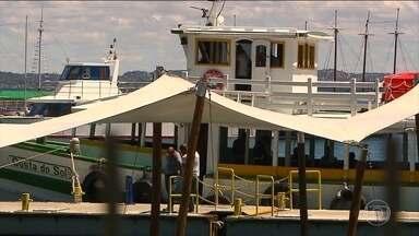 Travessia marítima Salvador-Mar Grande reabre depois de cinco dias - A travessia das embarcações estava suspensa desde a tragédia da última quinta-feira, que matou 19 pessoas, em Vera Cruz. As buscas pelo último desaparecido continuam.
