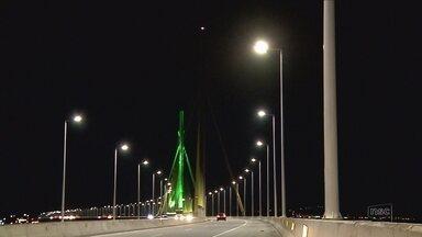 Trechos da Ponte de Laguna estão sem iluminação - Trechos da Ponte de Laguna estão sem iluminação