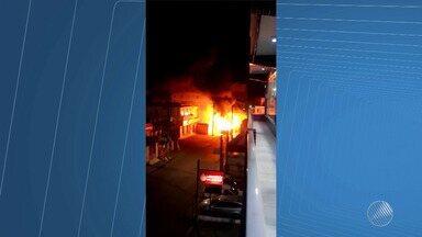 Cresce número de ônibus queimados em Salvador; 11 coletivos foram incendiados este ano - Os dois últimos casos aconteceram na noite de segunda-feira (28).