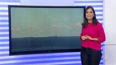 Previsão do Tempo: Madrugada pode ter temperatura de até 18ºC em Salvador - Nesta época do ano, as baleias aparecem no litoral baiano e uma delas foi vista perto da praia de Armação, na capital.
