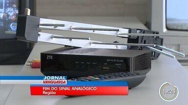 Kits com antena e conversor para TV digital começam a ser distribuídos - Em três meses, sinal analógico será desligado em 19 cidades da região.