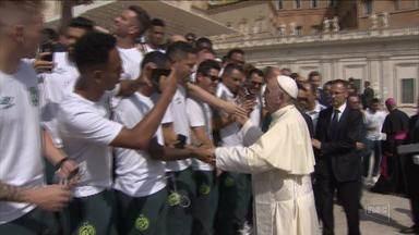 Papa recebe sobreviventes da tragédia com a Chapecoense - Papa recebe sobreviventes da tragédia com a Chapecoense