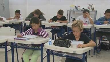 Alunos da zona rural recebem chip com dados sobre ida e volta à escola em Guaxupé (MG) - Alunos da zona rural recebem chip com dados sobre ida e volta à escola em Guaxupé (MG)