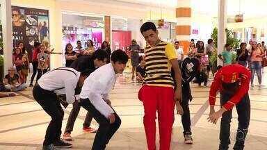 Jovens fazem apresentação de K-pop em shopping da capital - Jovens fazem apresentação de K-pop em shopping da capital