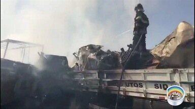 Polícia Rodoviária atualiza informações sobre acidente na Carvalho Pinto em Jacareí - Ao menos duas pessoas morreram e 20 feridas.