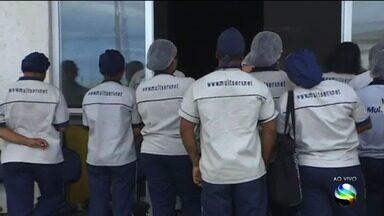 Equipe de limpeza do Huse cruza os braços por falta de pagamento - Equipe de limpeza do Huse cruza os braços por falta de pagamento.