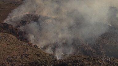 Incêndio atinge Parque Estadual do Itacolomi, em Ouro Preto - Segundo o Corpo de Bombeiros, incêndio é de grande proporções.