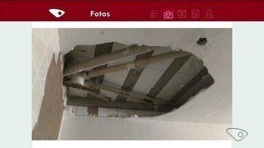 Mães registram rachaduras na Escola Roberto Calmon, em Linhares - Prefeitura disse que já realizou pequenos reparos na escola.