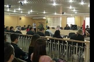 Ex PM é julgado por tentativa de homicídio no Fórum Criminal de Belém - Jefferson Lobato é acusado de agredir e atirar contra a estudante Renata Modesto, que ficou paraplégica.