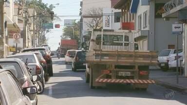 De Olho na Rua: motoristas reclamam de confusão em cruzamento de Alfenas (MG) - De Olho na Rua: motoristas reclamam de confusão em cruzamento de Alfenas (MG)