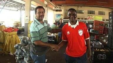 Lembra dele? Ídolo do Vila, Guilherme está na torcida pelo acesso - Ex-atacante é um dos maiores atletas da história colorada e hoje trabalha no Ceasa