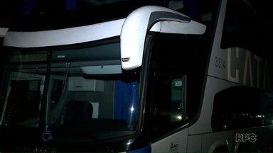 Assalto a ônibus bloqueia a BR-376 - Ladrões atacaram três ônibus de turismo, segundo a PRF.