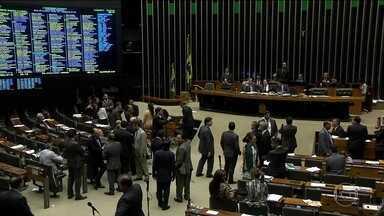 Governo envia ao Congresso projeto de orçamento desatualizado - Parlamentares não concluíram votação de maior rombo nas contas. 'Não é nada que crie problema para o governo', disse Romero Jucá.