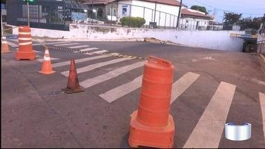 Alagamento interdita túnel por cerca de nove horas na região central de Taubaté - Túnel que fica na região da avenida Nove de Julho foi liberado por volta das 9h.