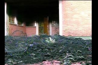A perícia analisa as provas da escola em Santa Rosa, RS - O delegado quer encontrar os responsáveis pelo crime de vandalismo.