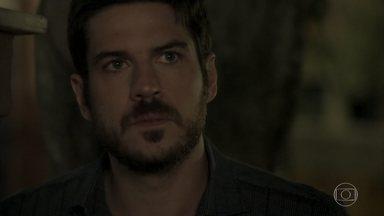 Zeca vê quando Jeiza desce do carro de Caio - Policial confessa a Cândida que gostou de ter beijado o advogado