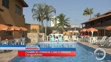 Comerciantes de Caraguá estão otimistas com o feriado - Previsão é que praias fiquem lotadas.