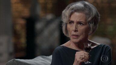 Sabine planeja envergonhar a família biológica de Dom - Tânia vai à casa da empresária contar sobre sua conversa com Dom