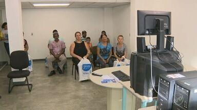 Conversores digitais distribuídos para famílias de baixa renda começam a ser entregues - Na região de Campinas, mais de 525 mil kits estão sendo distribuídos.