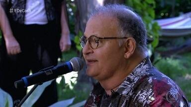 """Guilherme Arantes canta """"Amanhã"""" - Artista abre o 'É de Casa'"""