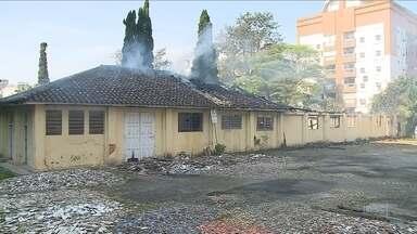 Incêndio destrói parte do Centro Cultural de Criciúma - Incêndio destrói parte do Centro Cultural de Criciúma