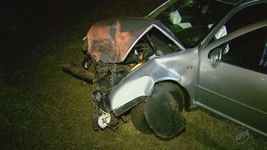 Três carros se envolvem em acidente na Rodovia Anhanguera em Ribeirão Preto - Um dos carros estava parado no canteiro e provocou a batida.